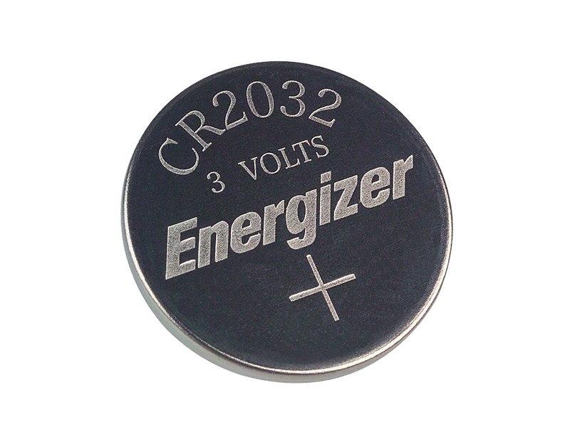 Nahaufnahme einer CR2032-Knopfzelle